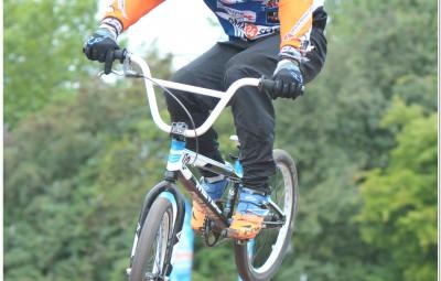De winnaar van de BMX wedstrijd in actie