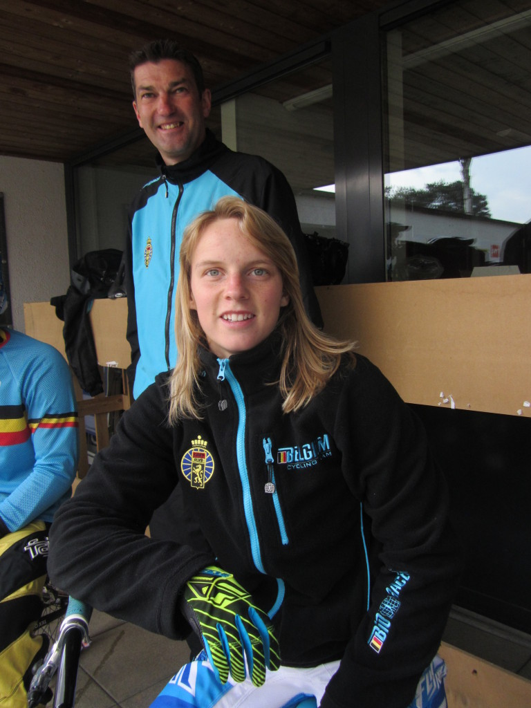 Elke Vanhoof zevende in EK round 9,Tori Van de Perre valt zwaar(update)