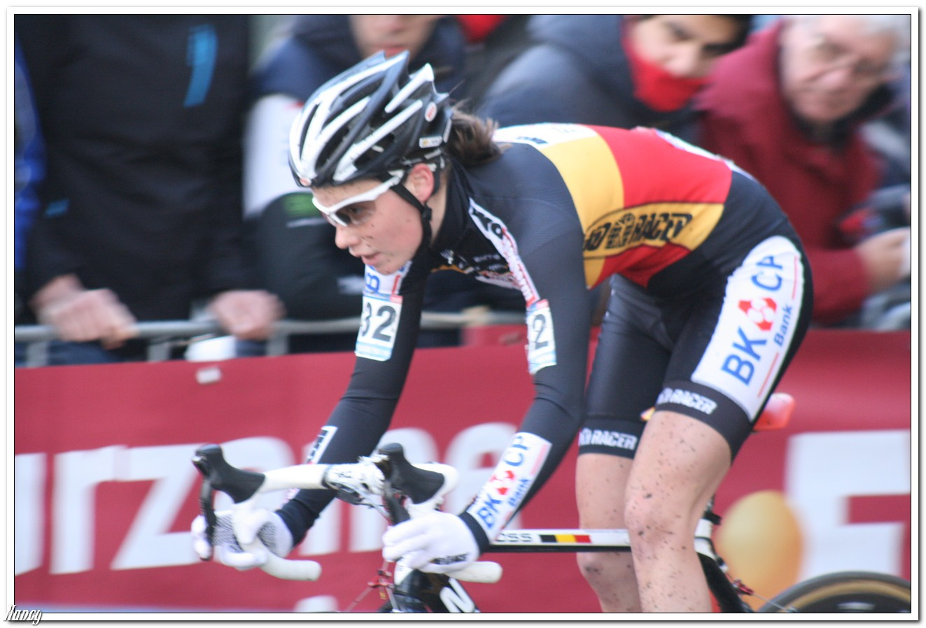 Sanne Cant komt ten val op training