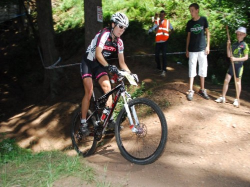 Kristien Nelen wint enduro in Franse Jura