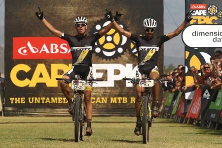 Philip Buys en Mathijs Beukes winnen vierde rit in Cape Epic