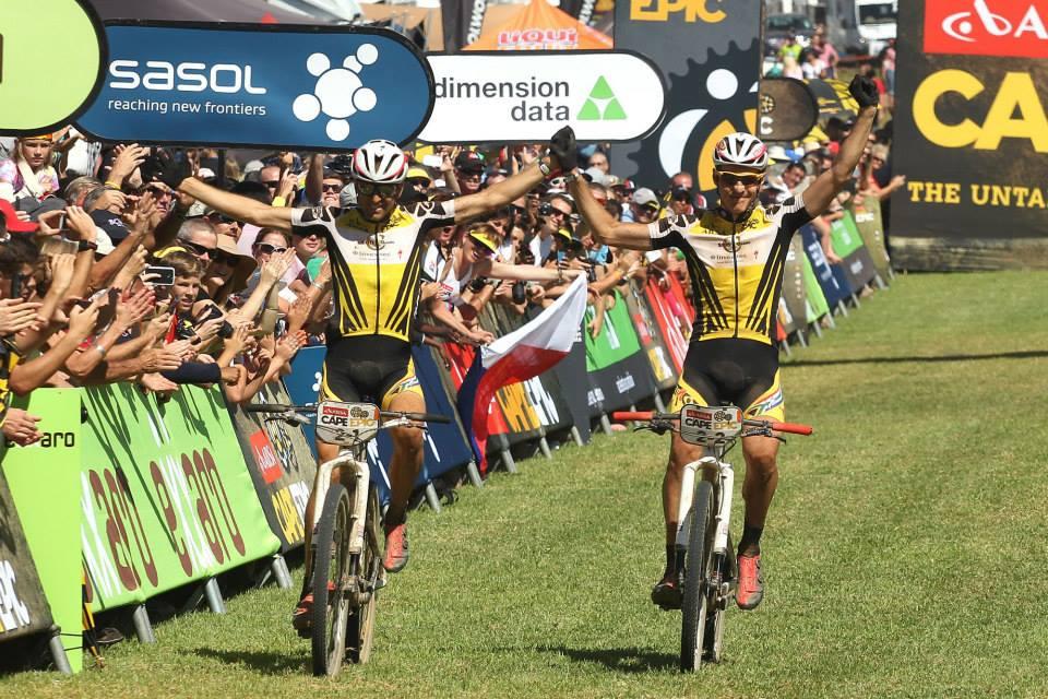 Jochen Käss en Daniel Gasmayr winnen laatste rit, Sauser en Kulhavy eindwinnaars Cape Epic