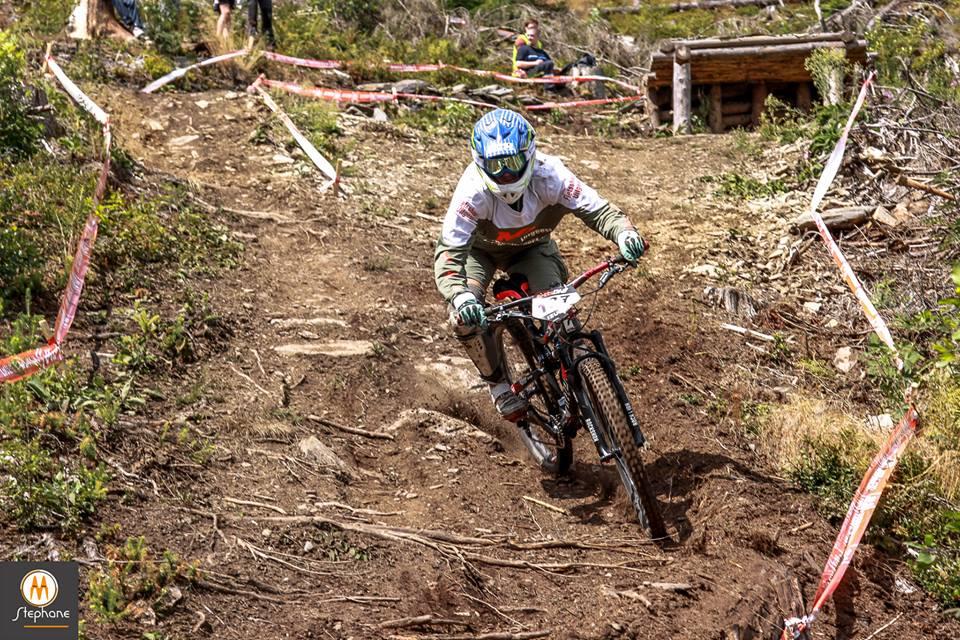 Kristien Nelen wint enduro in Nepal
