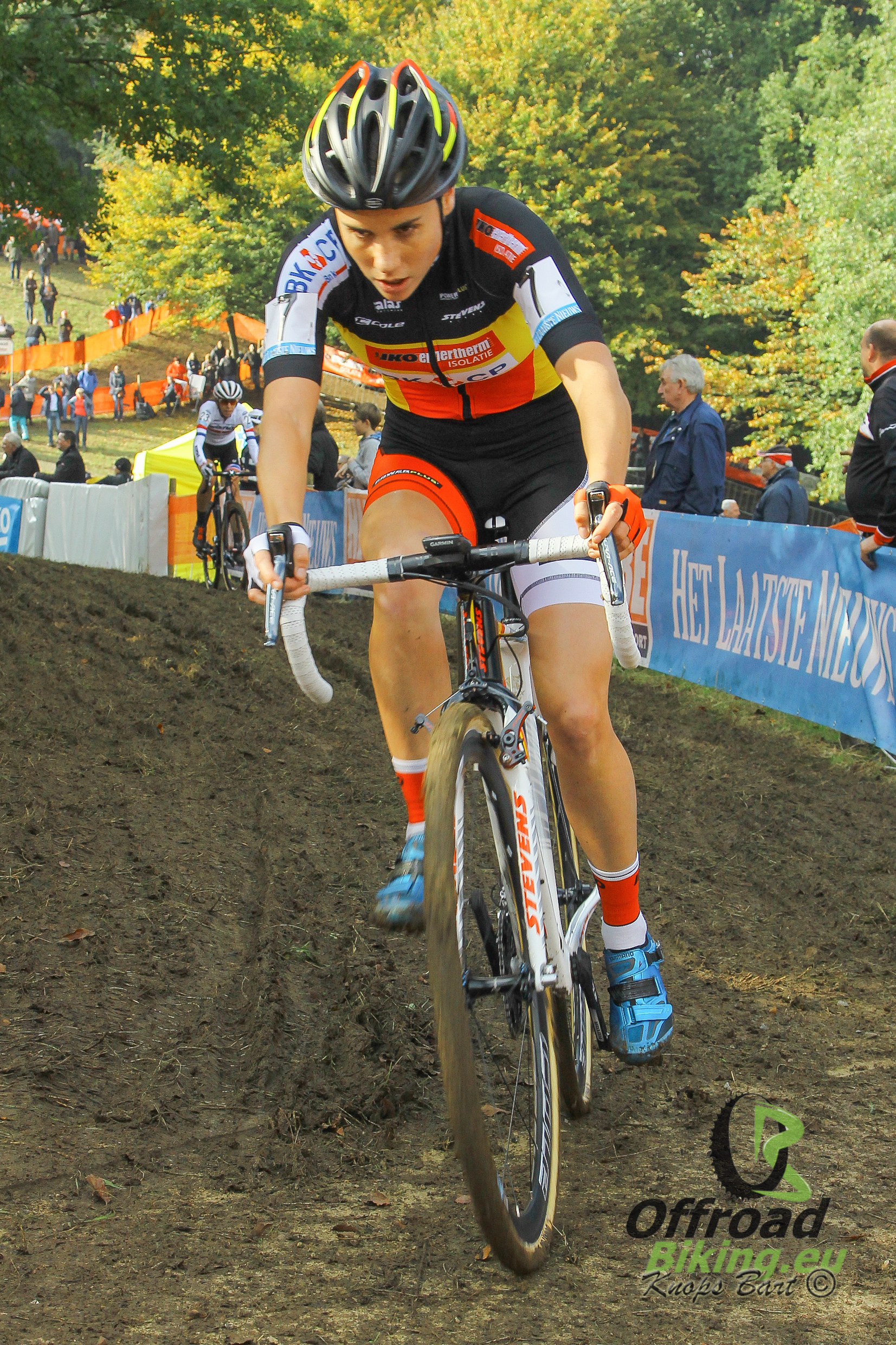 Sanne Cant domineert van begin tot einde in de B-post Bank Trofee wedstrijd in Essen.