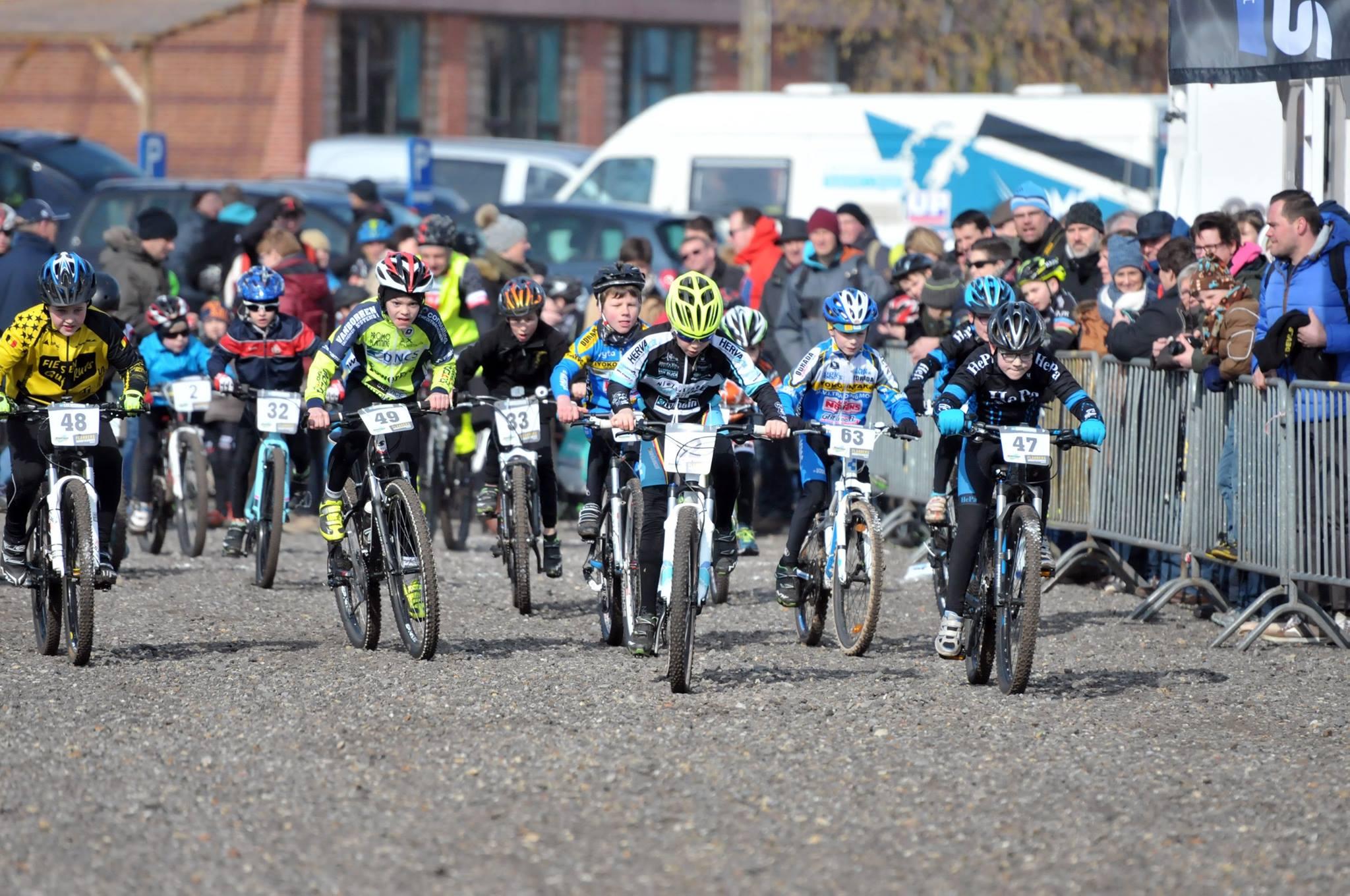 Record aantal deelnemers bij opener mountainbike seizoen in Dessel