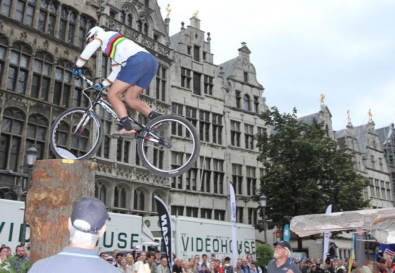 Jack Carthy wint wereldbeker trial in Antwerpen en pakt ook eindzege