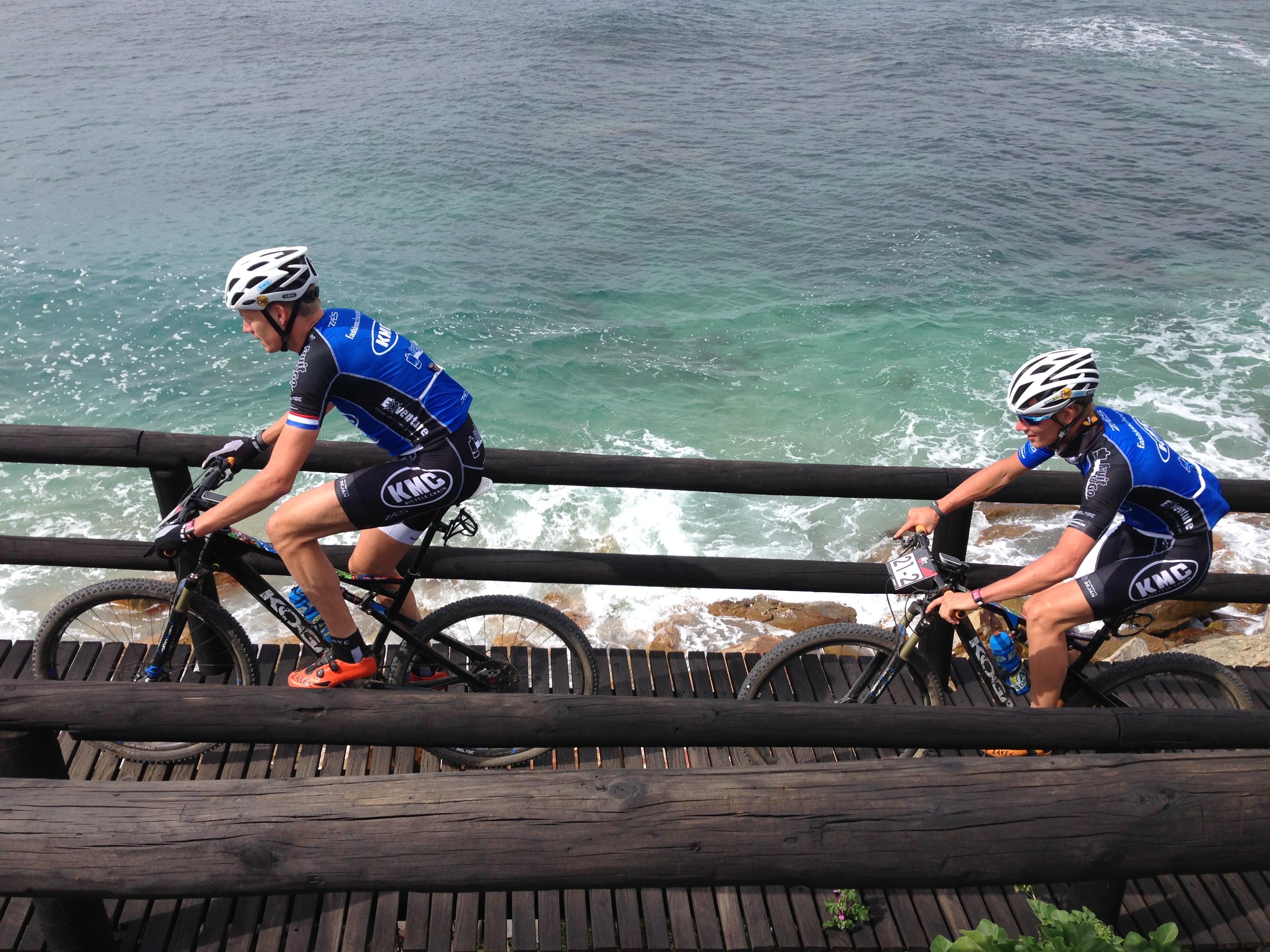 Bram Rood en Gerben Mos zesde in proloog Cape Pioneer Trek