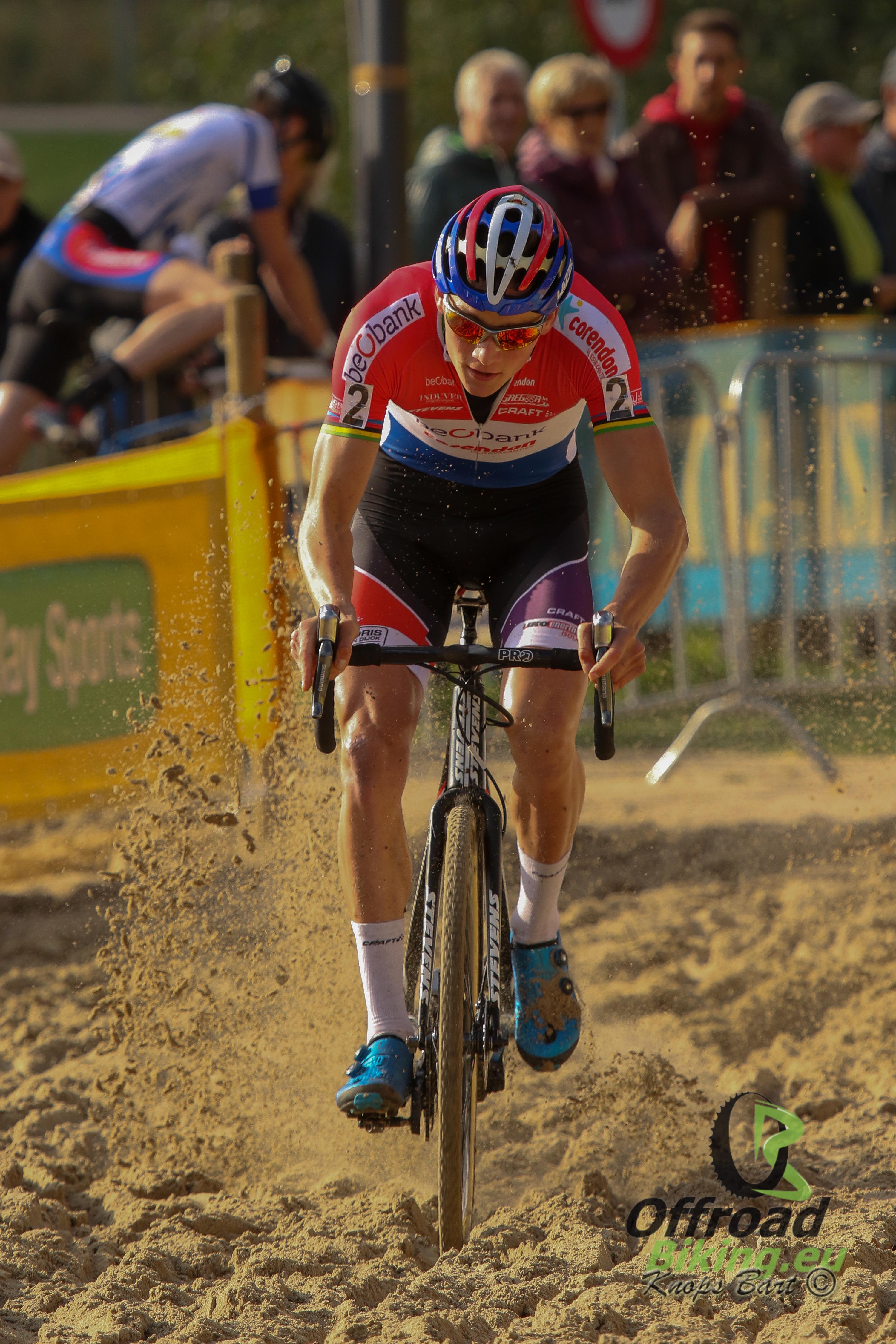4 op 4 voor Mathieu Van der Poel in de superprestige
