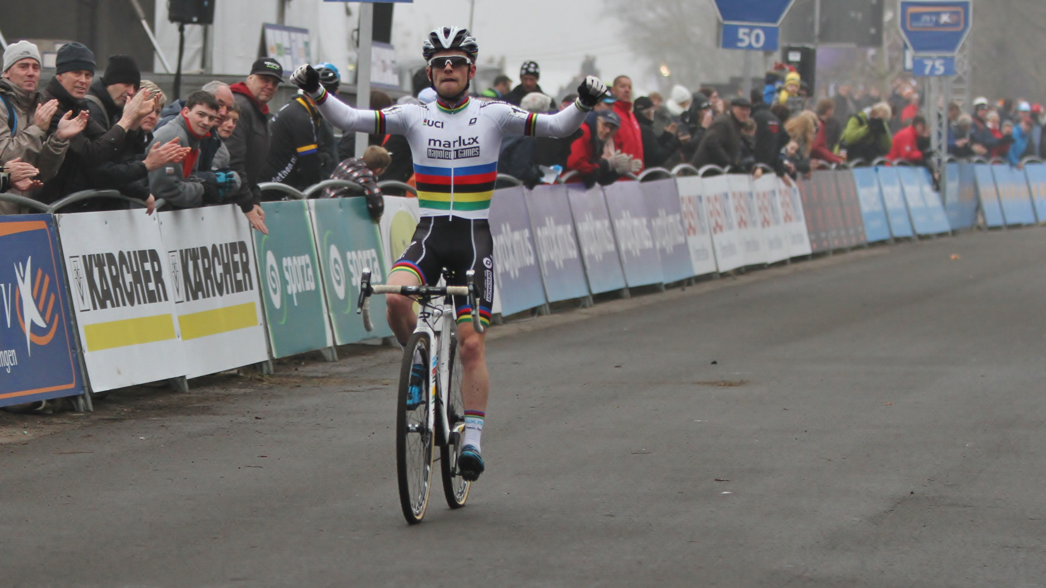 Eli Iserbyt de snelste bij de beloften in Loenhout