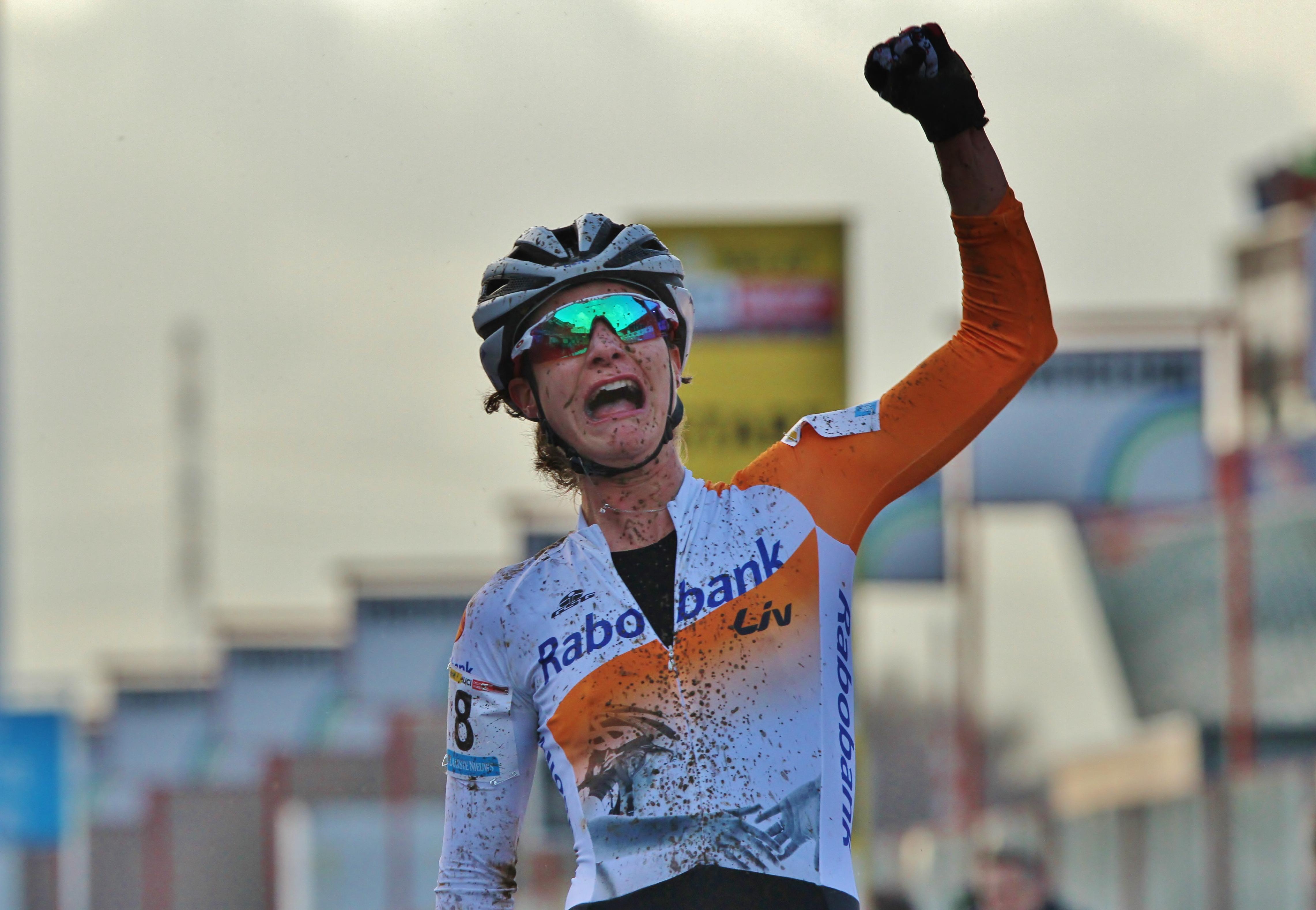 Nederland boven in Heusden – Zolder : Marianne Vos wint wereldbekermanche