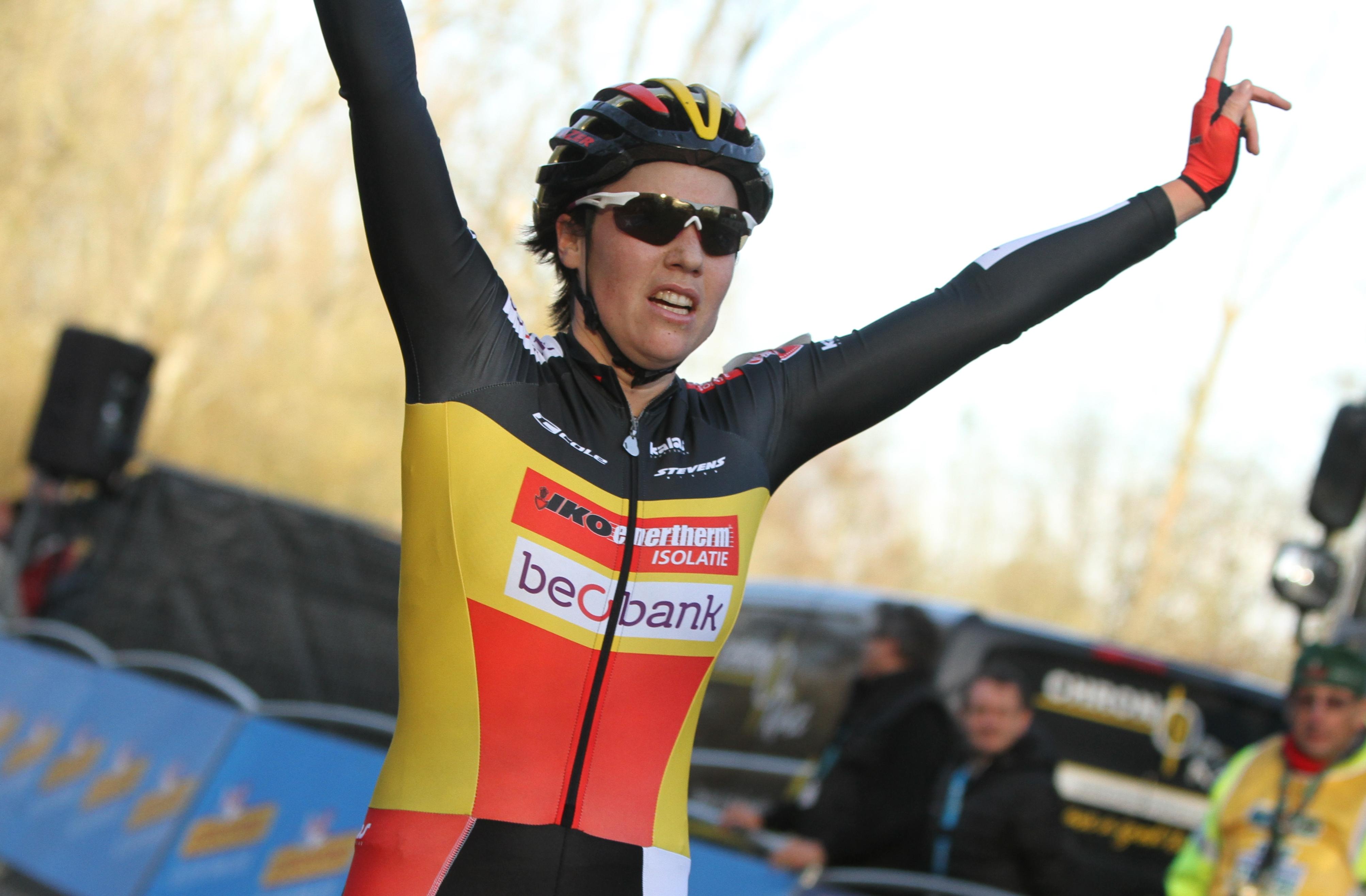 Glansrijke overwinning voor Sanne Cant in Loenhout