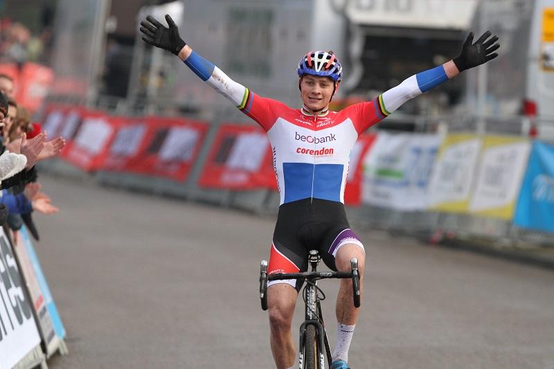 Mathieu van der Poel gaat voor DVV verzekeringen Trofee in Ronse