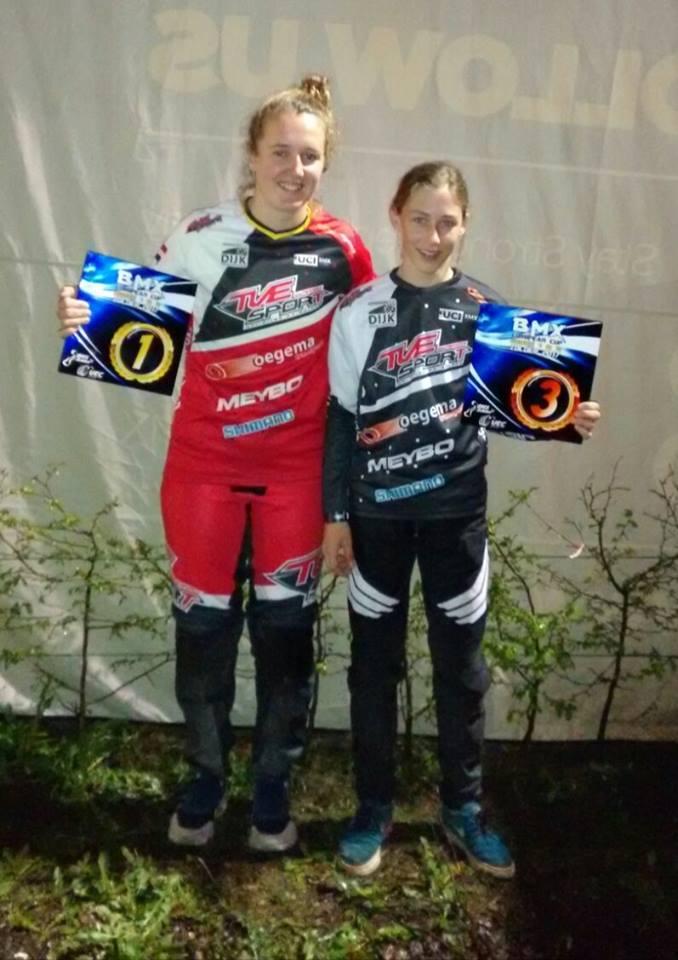 Laura Smulders wint de eerste ronde van de Supercross in Papendal