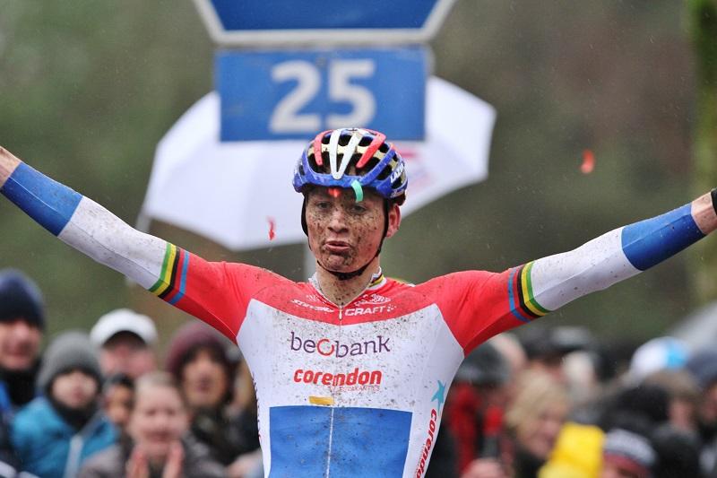 Mathieu van der Poel wint Trek CX Cup in Waterloo