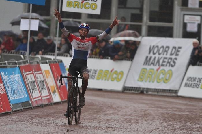 Mathieu van der Poel outstanding in Berencross Meulebeke
