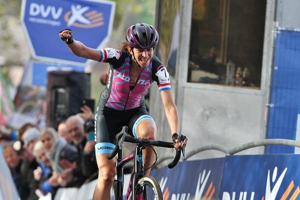 Offroadbiking – Helen Wyman wint Koppenbergcross f66d72010