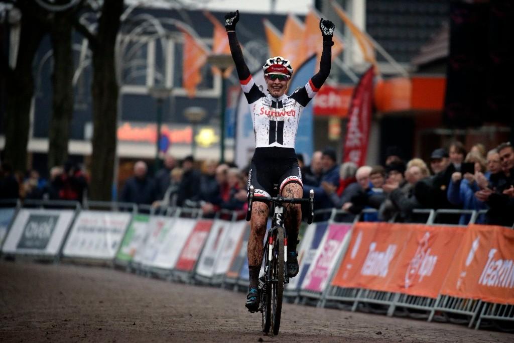 Lucinda Brand Nederlands kampioene in Surhuisterveen.