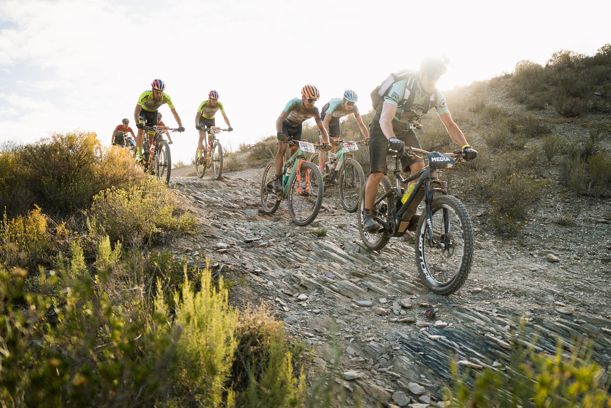 Githa Michiels tweede en Frans Claes achtste in eerste rit Cape Epic