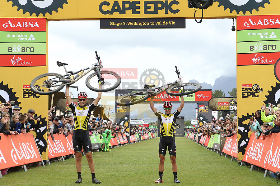 Kulhavy-Grotts en Langvad-Courtney eindwinnaars Cape Epic, Claes-Bauer achtste