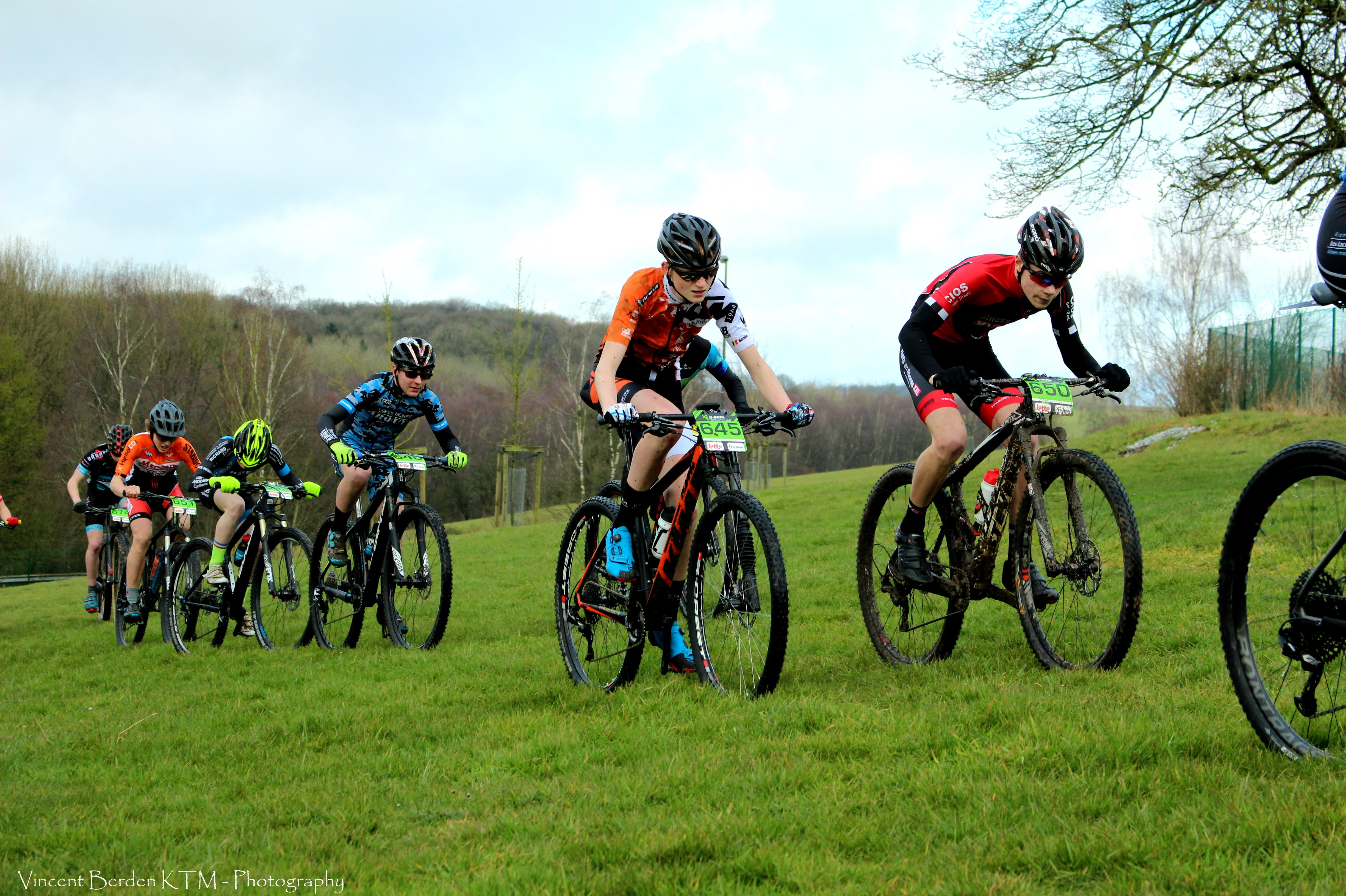 KTM BikeVision bikers over hun G-skin Walloniacup in Cerfontaine