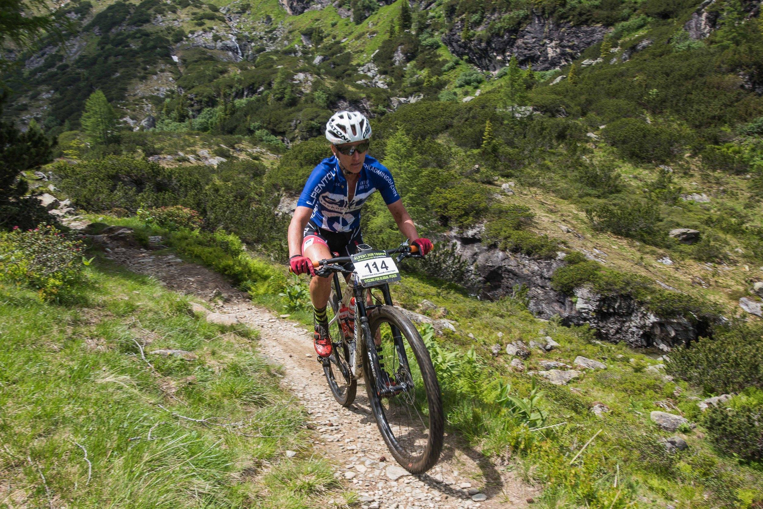 Tony Longo en Christina Kollmann-Forstner bevestigen in tweede rit Alpentour Trophy
