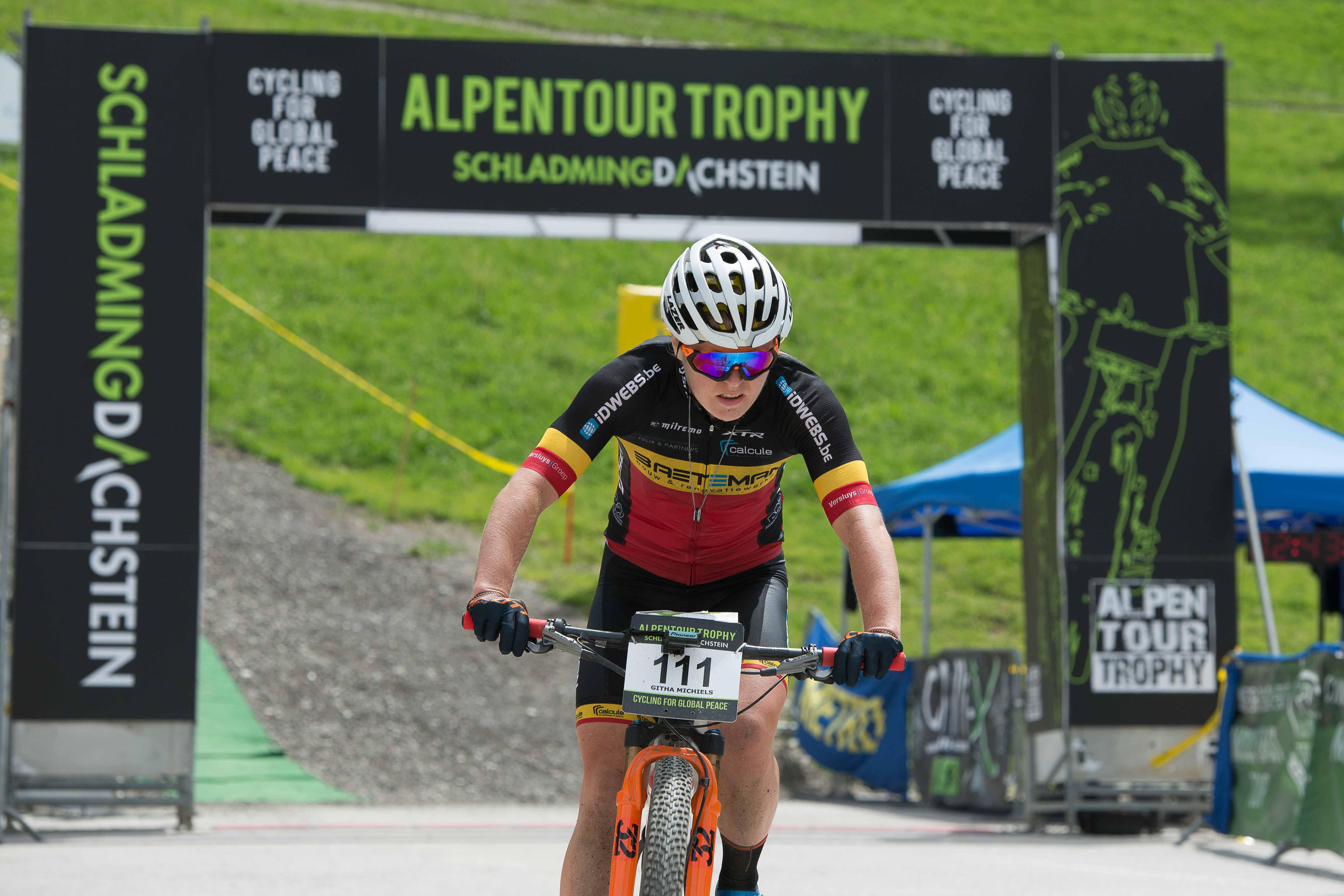 Markus Kaufmann en Githa Michiels de beste in derde rit Alpentour Trophy.