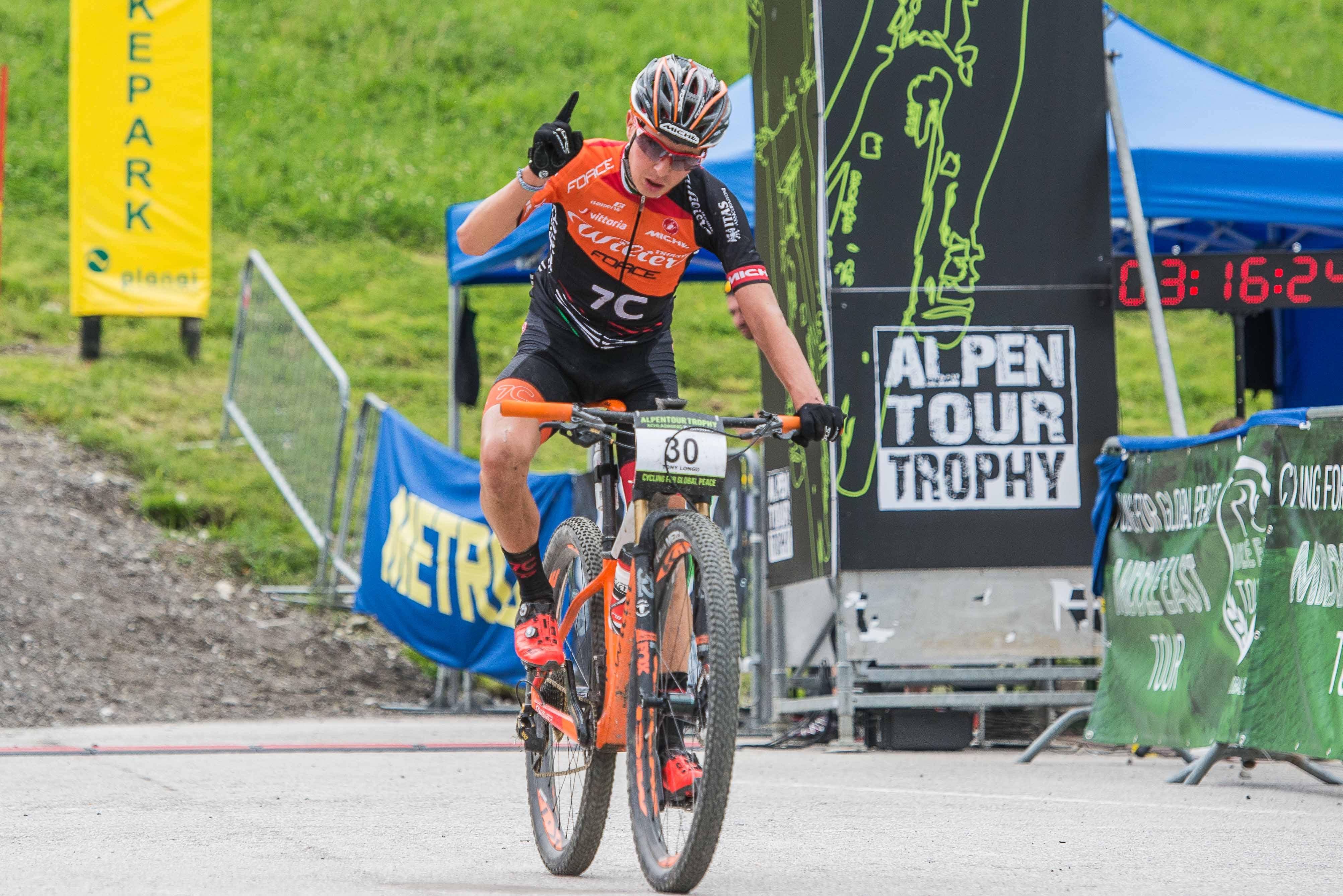 Tony Longo en Christina Kollman-Forster winnen eerste rit Alpentour Trophy