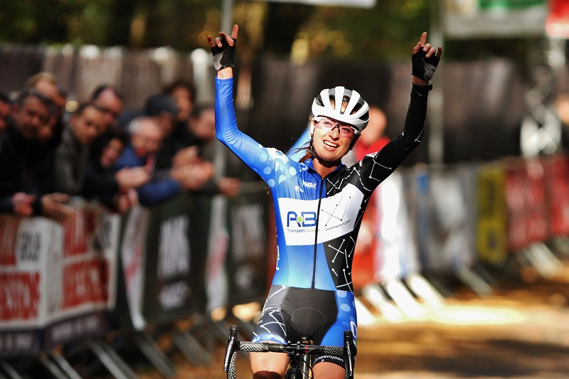 Denise Betsema pakt de zege in GP Neerpelt