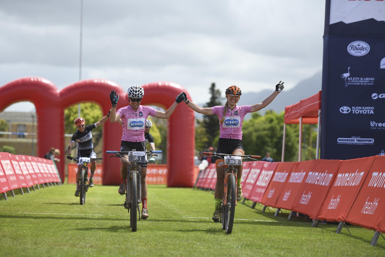 Brouwer-Trommer aan de leiding, Mos-Smeenge net naast het podium in Cape Pioneer Trek