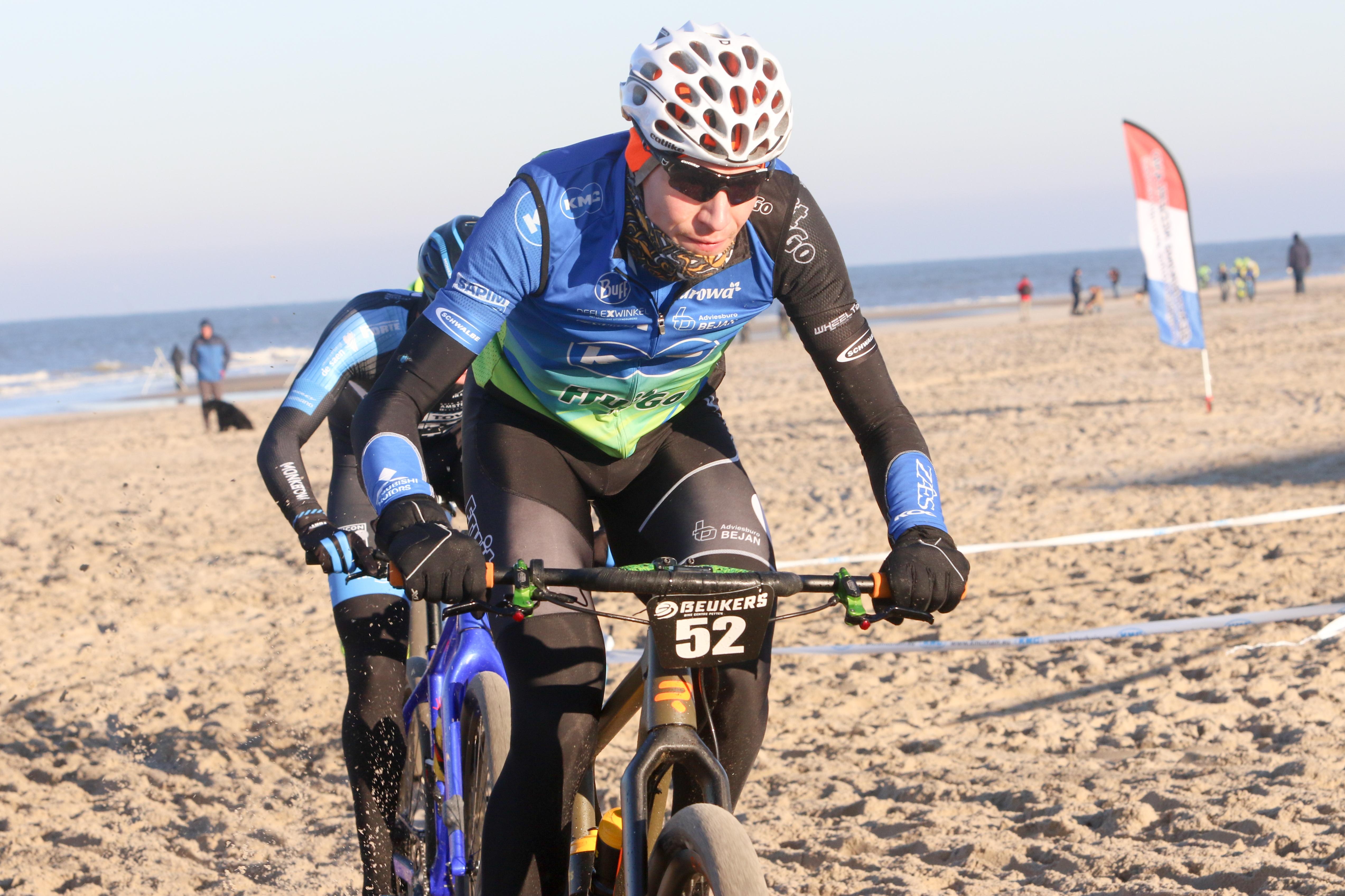 Bram Rood wint strandrace in Petten