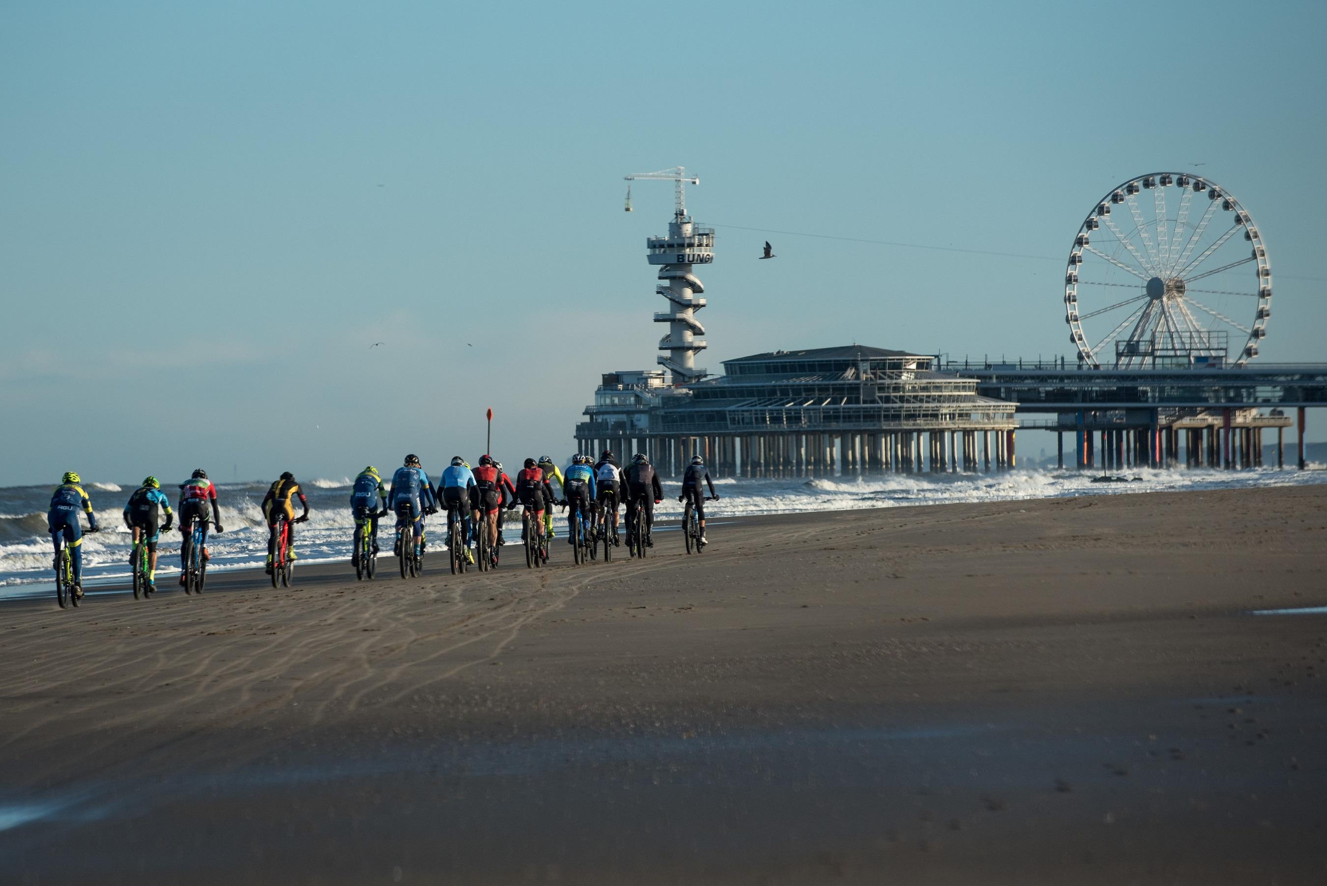 Beste mountainbikers op EK MTB Beachrace in Den Haag op 9 december