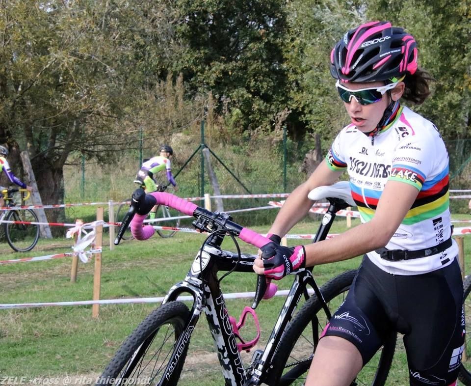 Azencross Loenhout pakt uit met reeks junioren dames