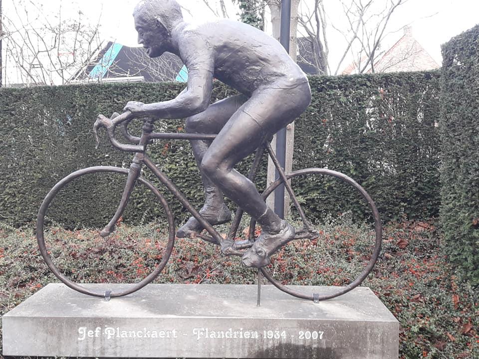 Mathieu van der Poel oppermachtig in Otegem