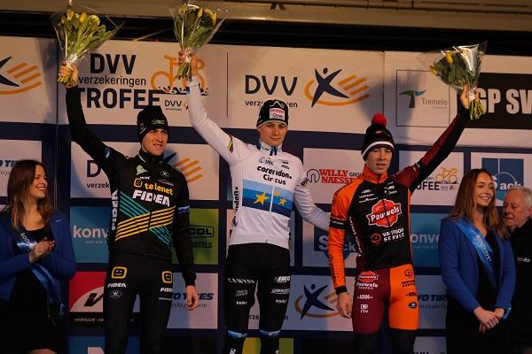 Mathieu van der Poel wint in Baal