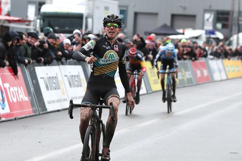 Thibau Nys wint in sprint bij junioren in Hoogstraten