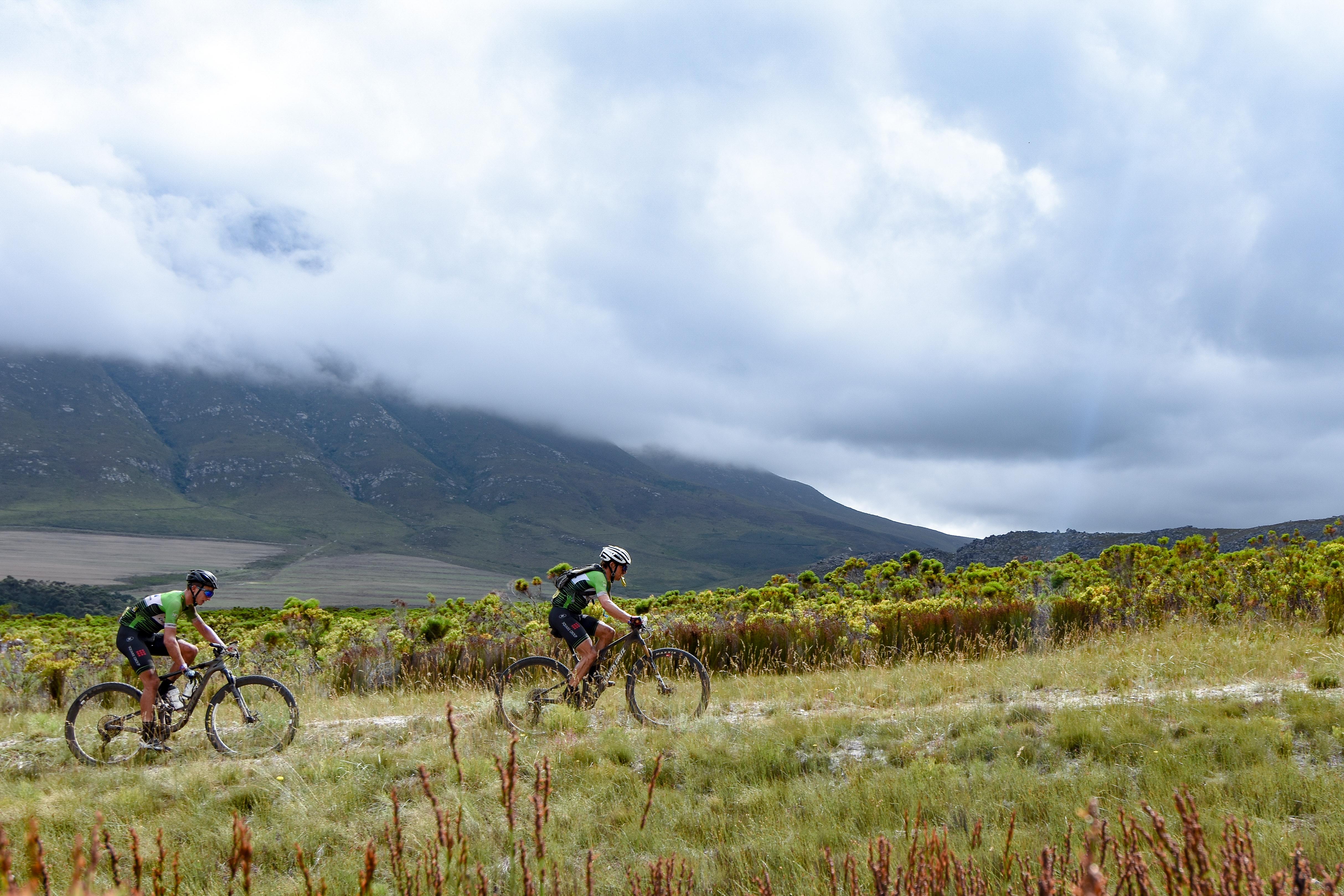 Frans Claes overleeft loodzware eerste rit Cape Epic