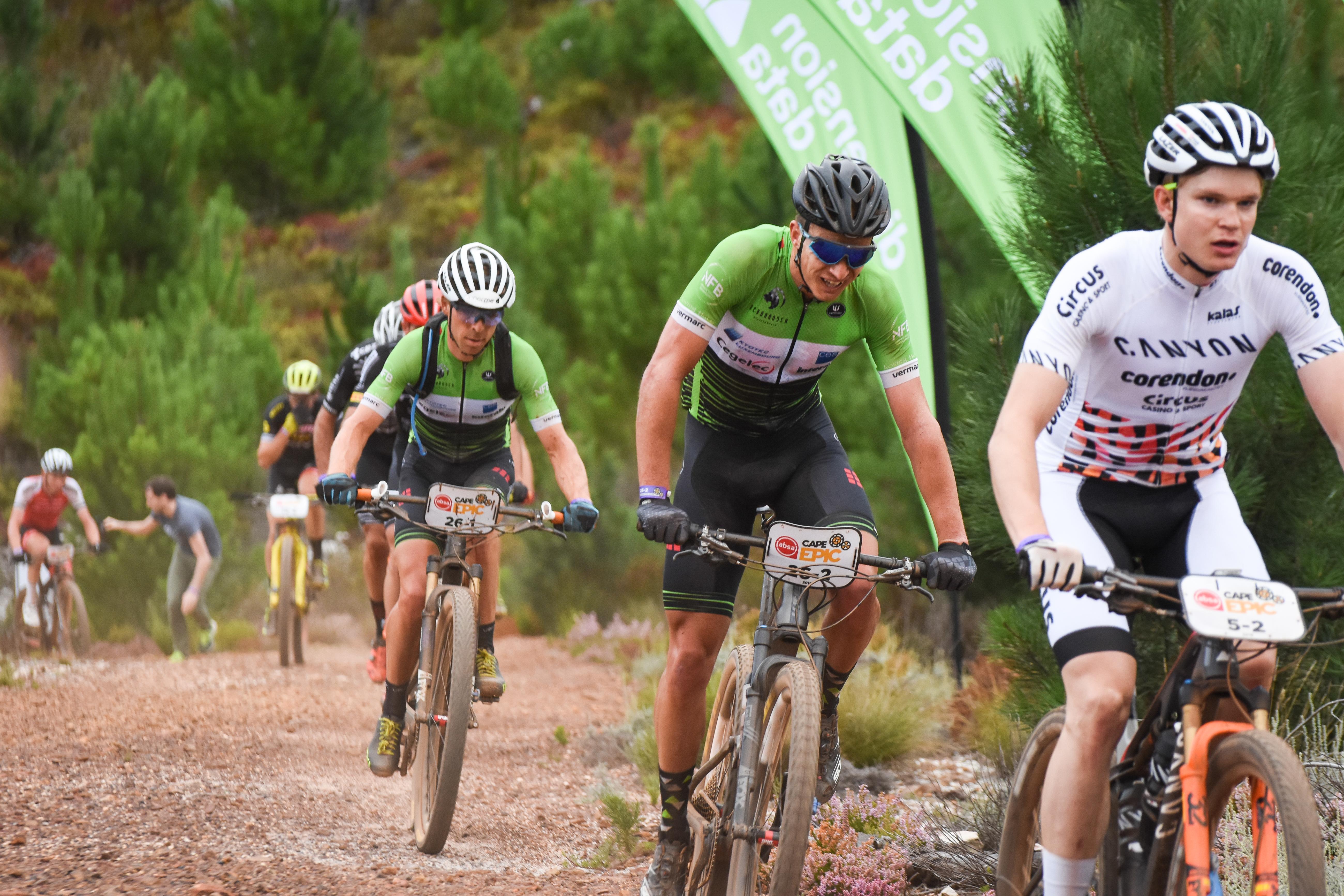Frans Claes en Hendrik Kruger zakken door pech terug naar dertiende plaats na derde rit Cape Epic