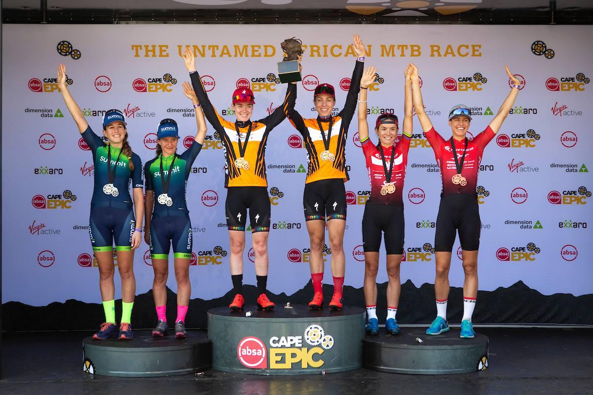 Annika Langvad en Anna van der Breggen pakken laatste rit en eindzege in Cape Epic