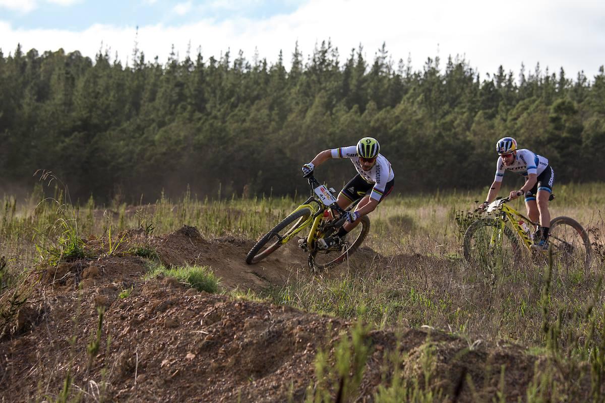Nino Schurter en Lars Forster winnen tijdrit Cape Epic