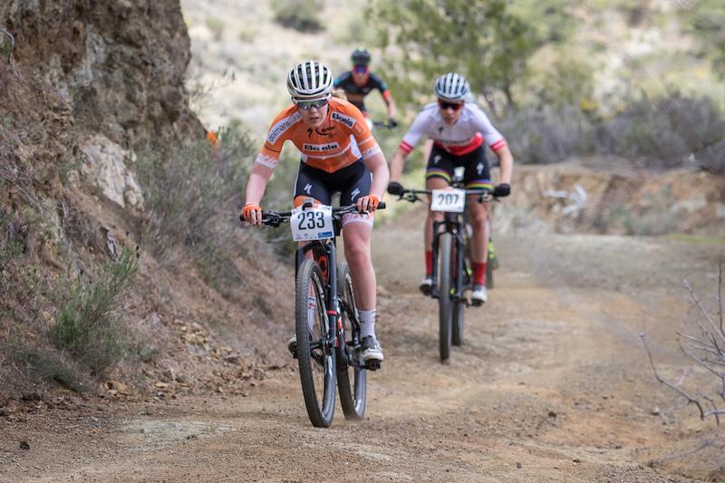 Anna van der Breggen-Annika Langvad winnen eerste rit in Cape Epic