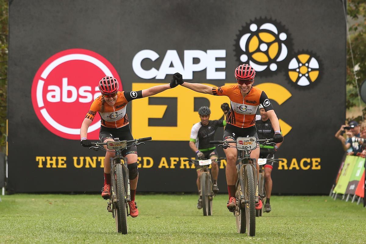 Anna van der Breggen en Annika Langvad winnen derde rit en blijven leidsters