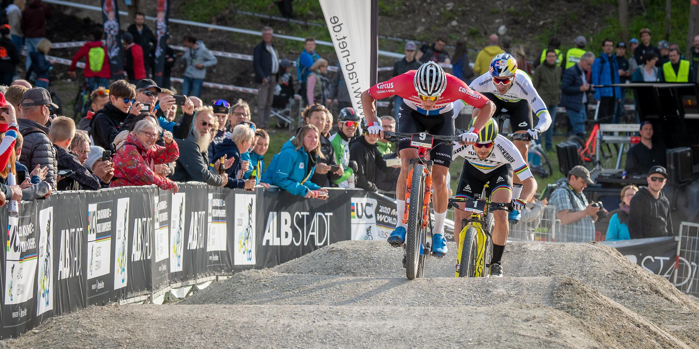 Mathieu van der Poel wint spannende shorttrack in Lenzerheide