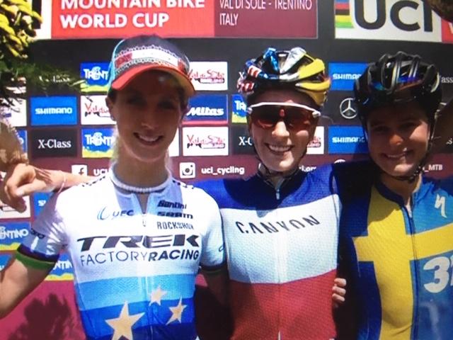 Pauline Ferrand-Prévot klopt Neff in de sprint in wereldbekerrace Val di Sole