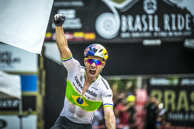 Henrique Avancini wint zesde rit in Brazil Ride