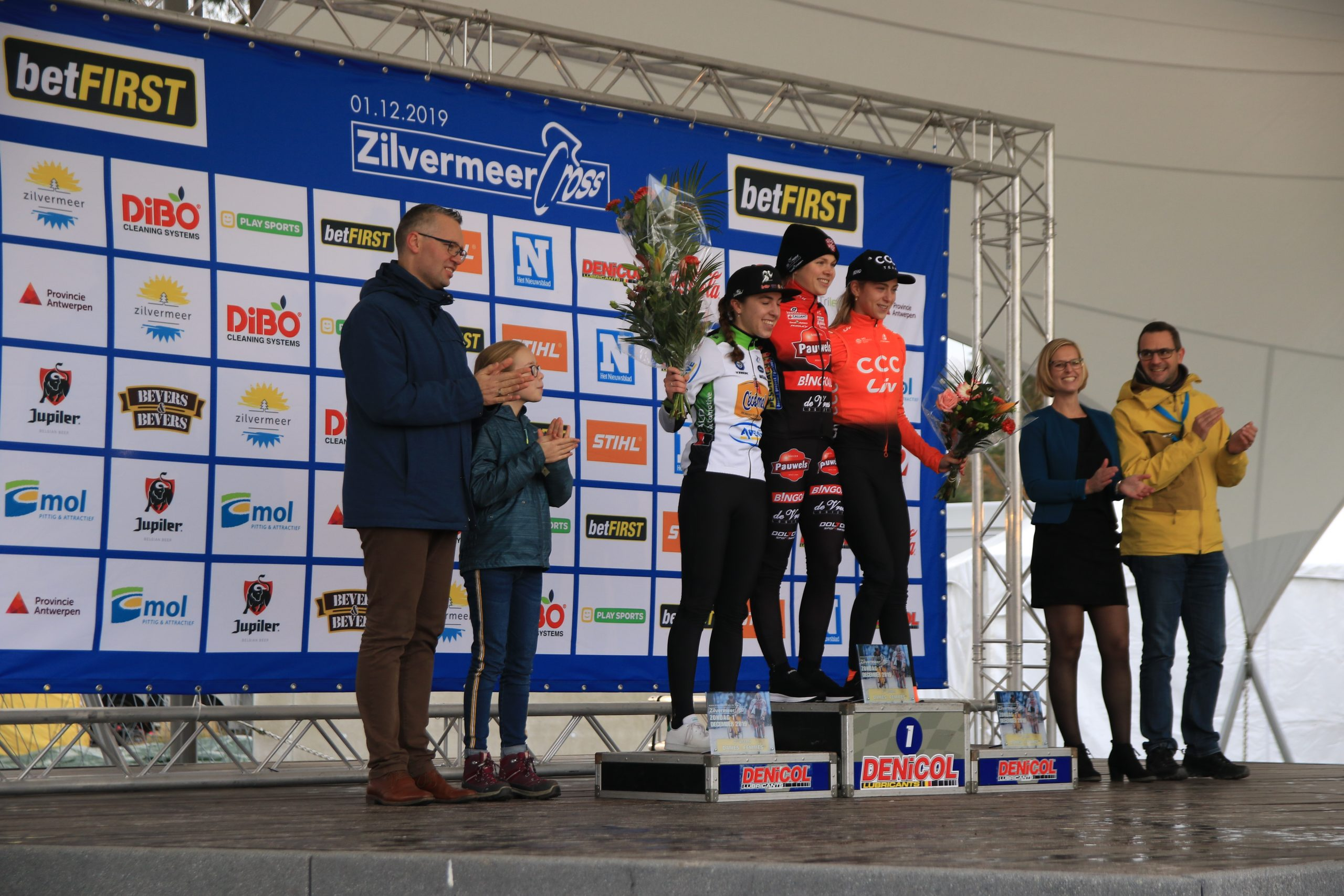 Laura Verdonschot wint Zilvermeercross in Mol