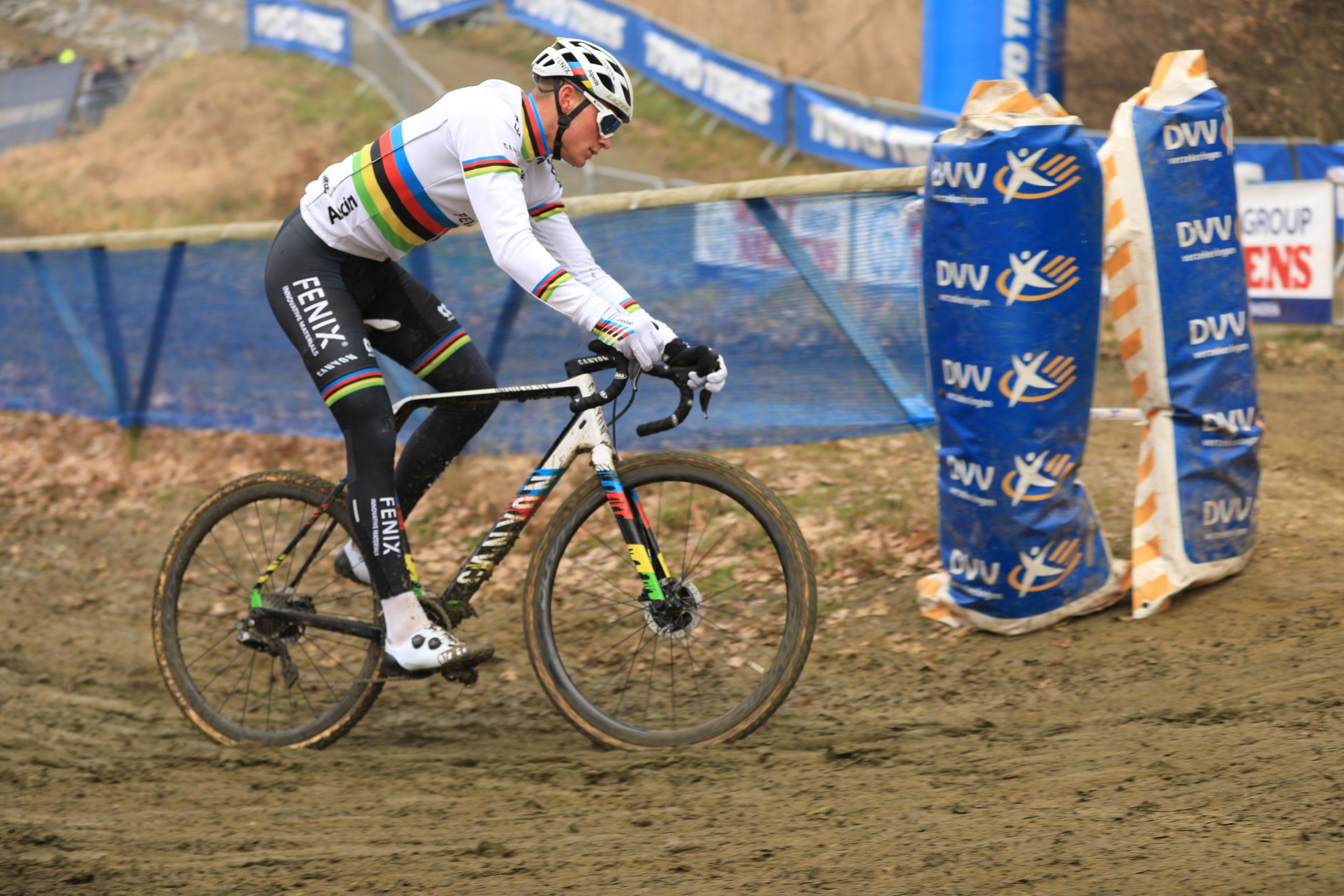 Mathieu van der Poel ook de beste in GP Sven Nys in Baal