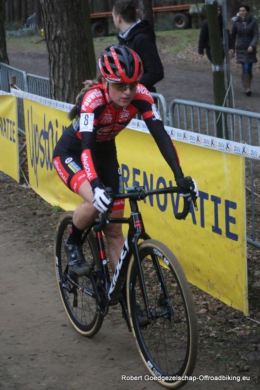 Denise Betsema pakt de winst in GP Leuven