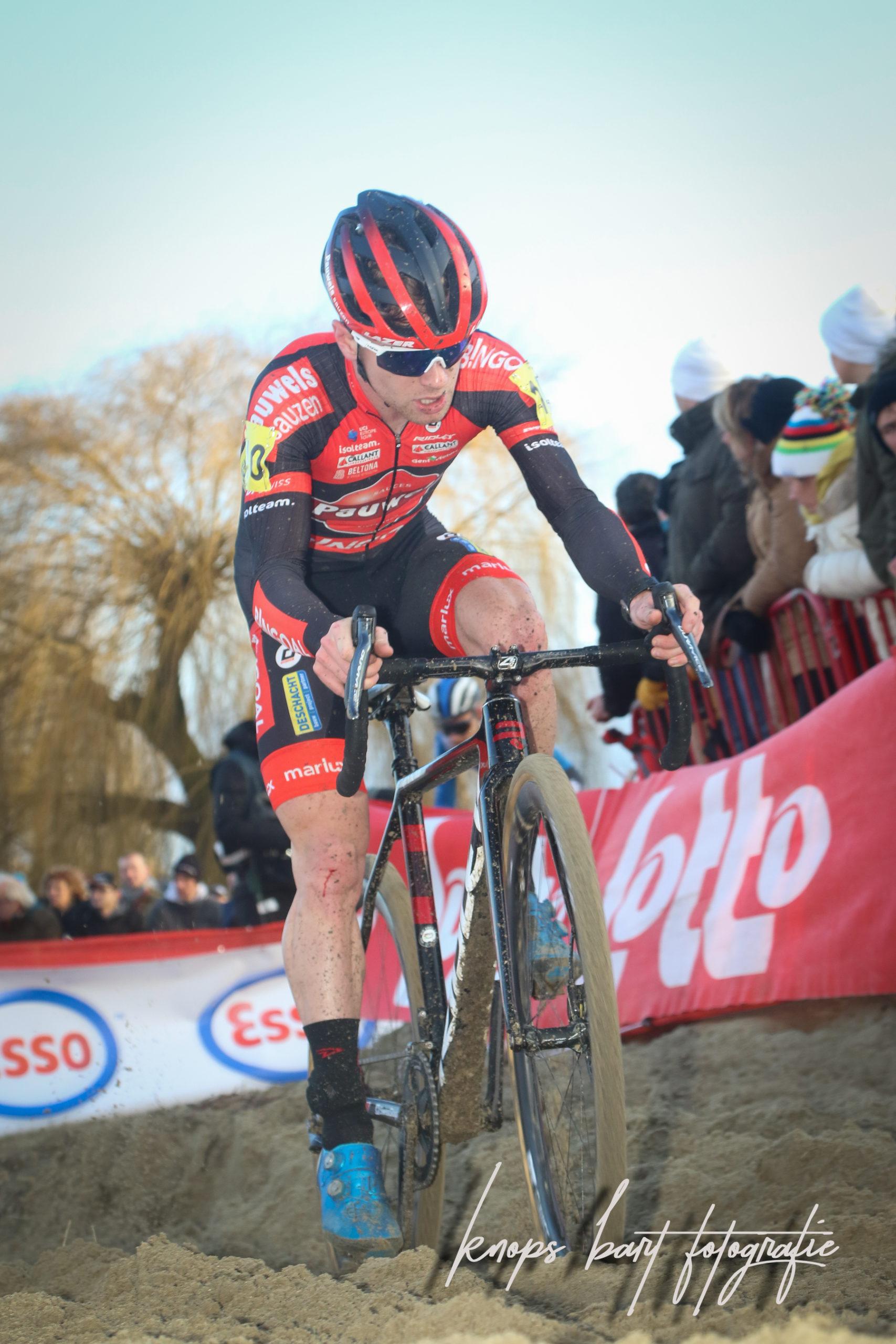 Eli Iserbyt wint voor Toon Aerts in 2e manche van de Superprestige in Ruddervoorde