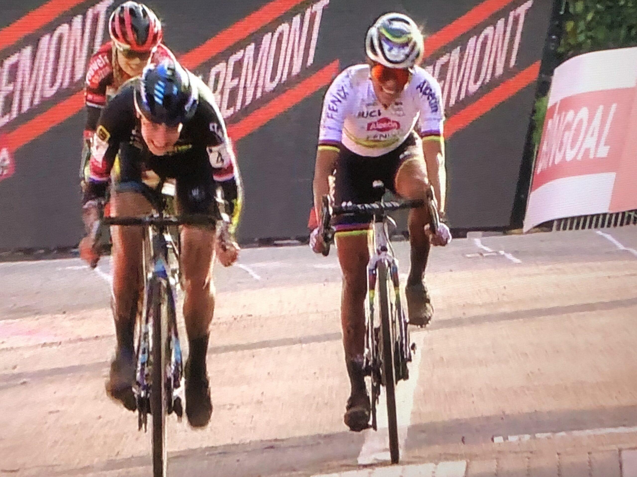 Lucina Brand rijdt naar winst in Jaarcross Niel