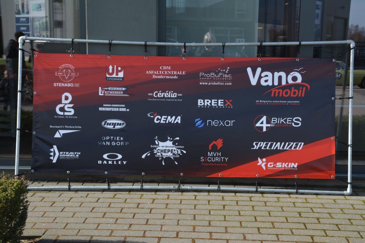 Vanomobil Cycling Team geeft teamvoorstelling in mineur